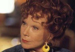 Grandma Mirabeau (Shirley MacLaine)  SOLO FILM