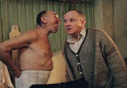Isak (Joachim Calmeyer) weiht Folke (Tomas Norström)...erleih