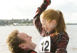 Colm Meaney und Niamh McGirr in 'Das große Rennen
