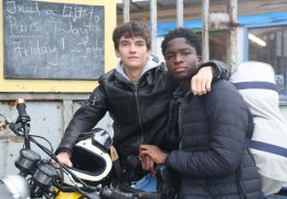 Caravan - Gyllen (Fionn Whitehead) und William...Bak)