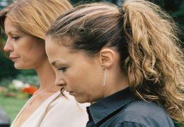 Esther Schweins und Valerie Koch in 'Die Anruferin'